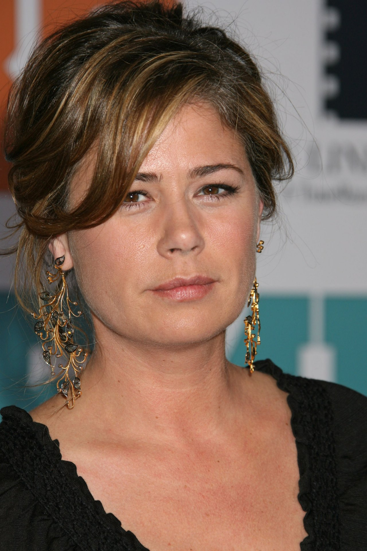 Maura Tierney wallpape...