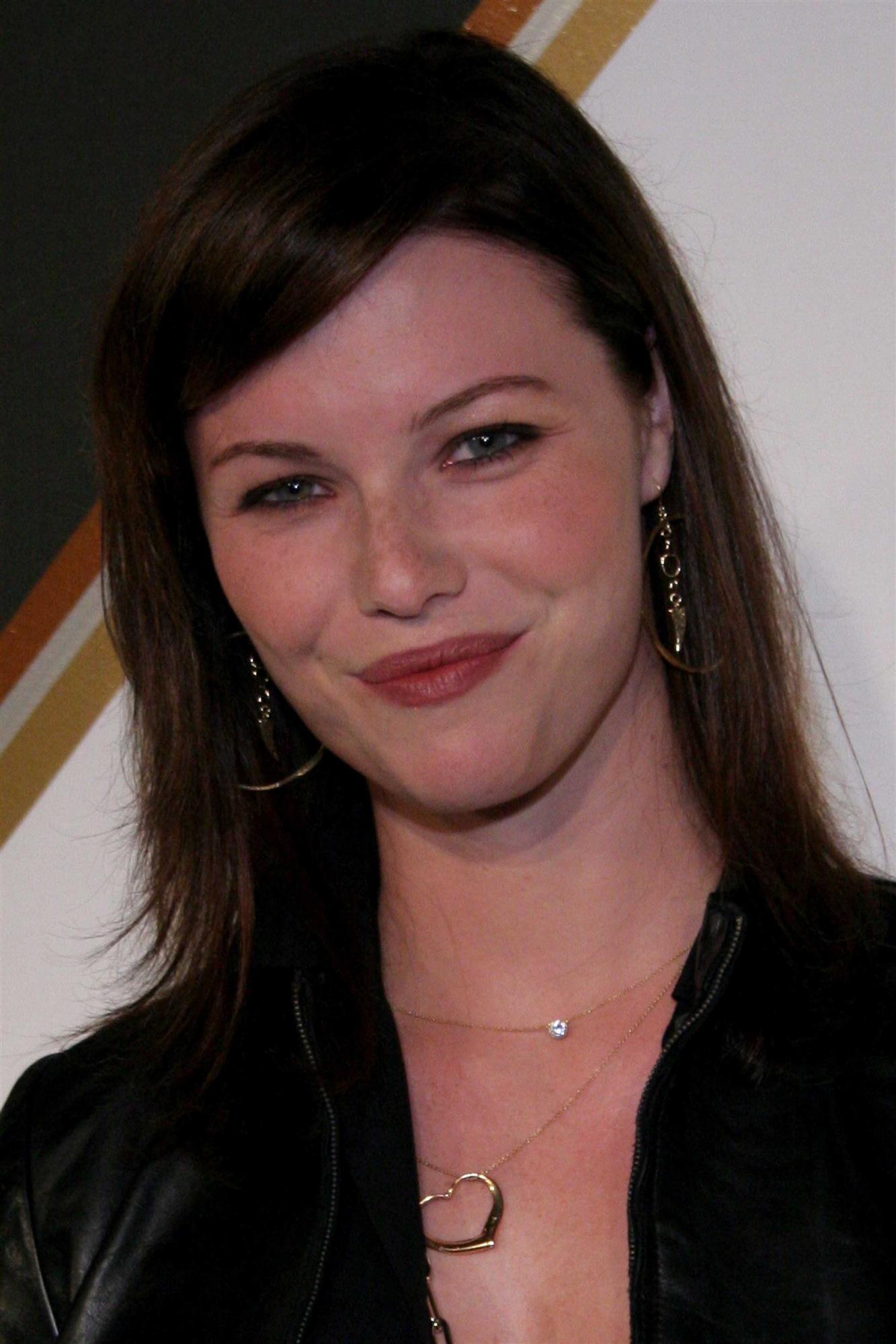 Melissa Sagemiller wal... Milla Jovovich