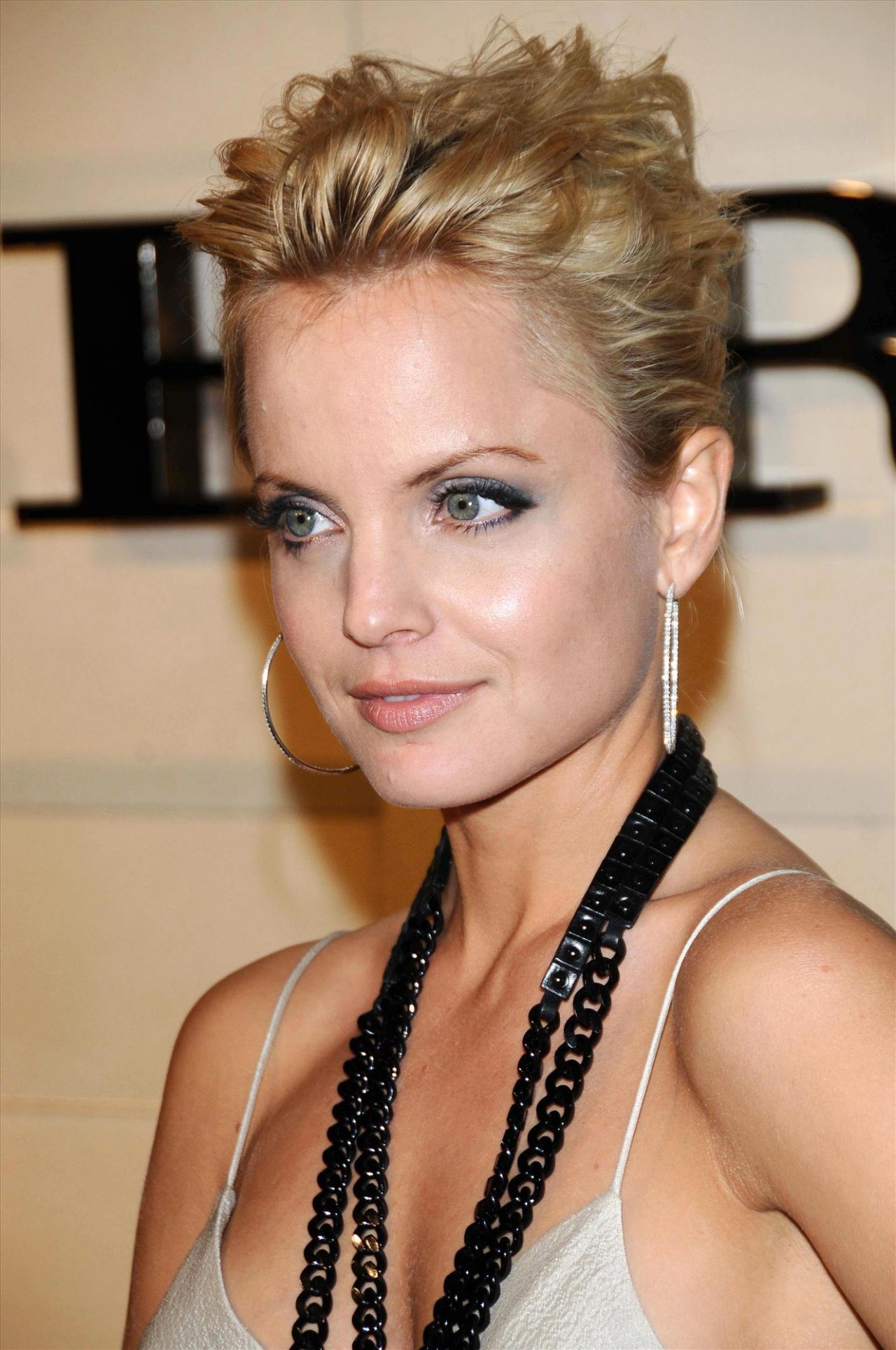 Mena Suvari wallpapers (100582). Popular Mena Suvari pictures, photos ...: www.semanticsys.org/wallpaper/mena-suvari/100582.html